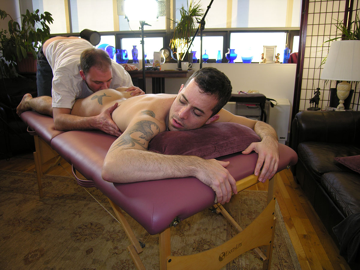 New-York-Straight-Men-Aaron-Straight-Guy-Gets-Massage-Rimming-Blowjob-by-a-gay-guy-08 Straight Amateur New Yorker Gets A Massage, Rim Job and Blow Job