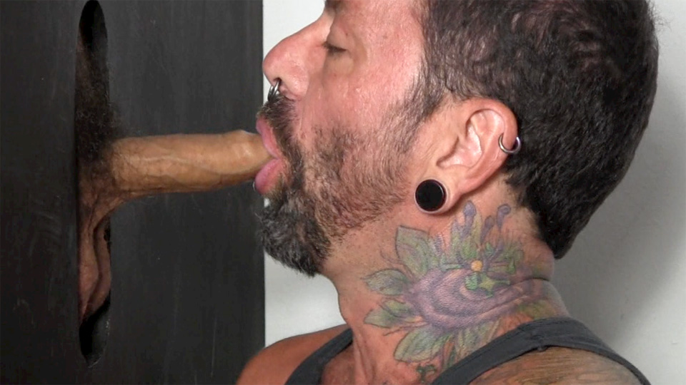 Straight-Fraternity-Chris-R-College-Guy-With-Big-Uncut-Cock-In-Glory-Hole-Amateur-Gay-Porn-10 Straight College Guy With Uncut Cock Gets Serviced At A Glory Hole