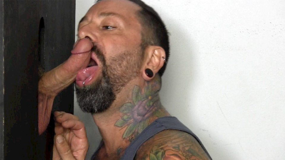 Straight-Fraternity-Teddy-Straight-Army-Guy-Gets-Blowjob-at-Gloryhole-Amateur-Gay-Porn-07 Straight Army Reservist Gets A Blowjob Through A Gloryhole