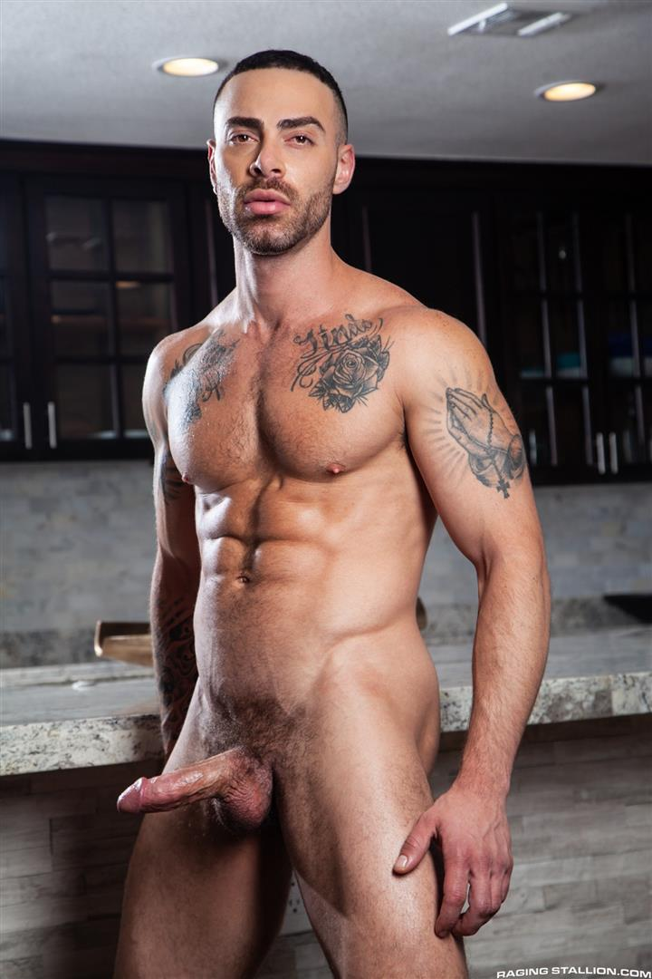 Raging-Stallion-Drake-Masters-and-Carlos-Lindo-Hairy-Muscle-Guy-With-Big-Dick-Blowjob-03 Hairy Muscle Hunk Drake Masters Gets Rimmed And Sucked Off By The Delivery Driver
